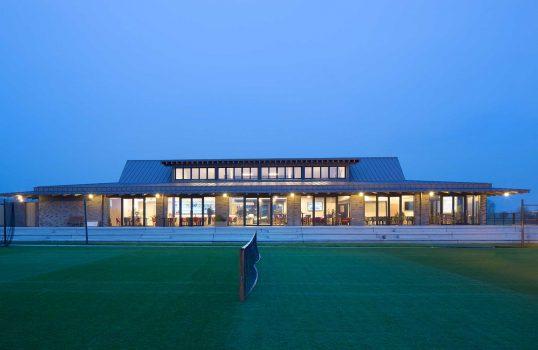 agence-schneider-caen-architecte-urbaniste-normandie Tennis club sur gazon